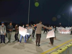 Mengamankan Penyampaian Pendapat Di Muka Umum Warga Jatikarya, Polres Metro Bekasi Kota Turunkan 250 Personil
