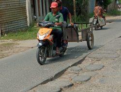Jalan Raya Babelan dan Tambun Utara Rusak Parah, Pak Bupati Kapan di Perbaikinya?