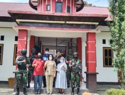 Tanamkan Rasa Cinta Tanah Air Kepada Generasi Muda Papua, Satgas TNI Latihkan Baris-Berbaris