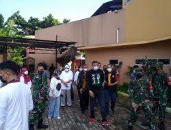Wakil Walikota Bekasi Tinjau Vaksinasi Massal di SMAN 15 Kota Bekasi