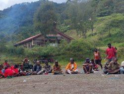 Upacara Bakar Batu Awali Pembangunan Jalan Banti-Arwanop Kabupaten Mimika